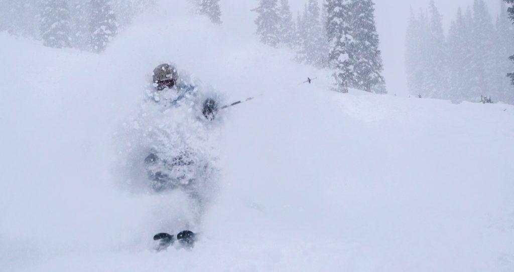 powder day skiing