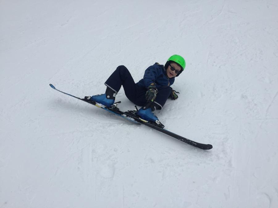 teaching beginner skiers kids