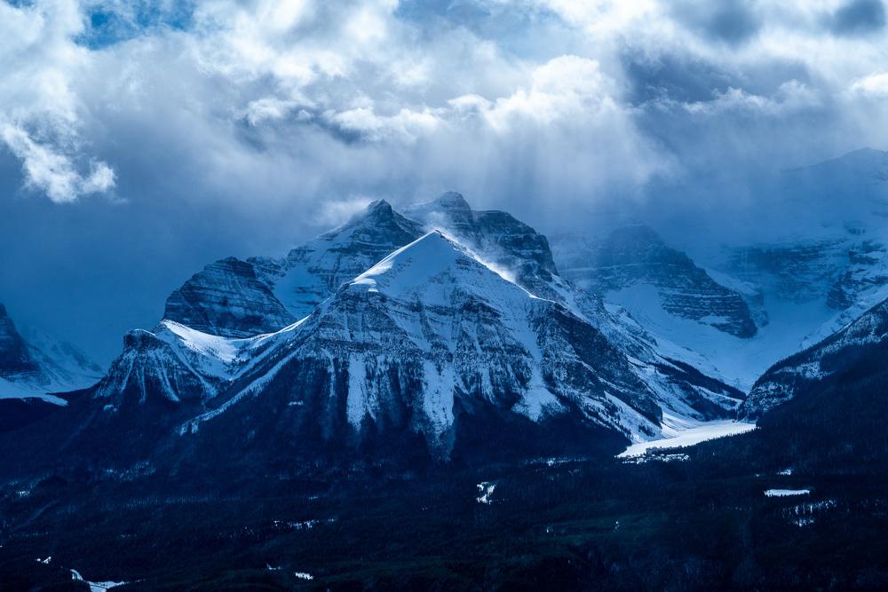 skiing banff canada